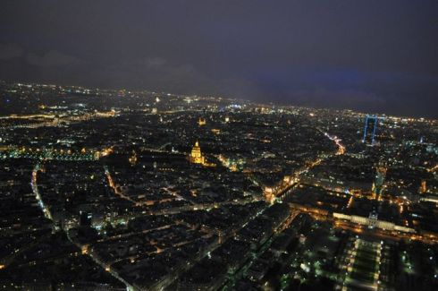 visão noturna do alto da torre