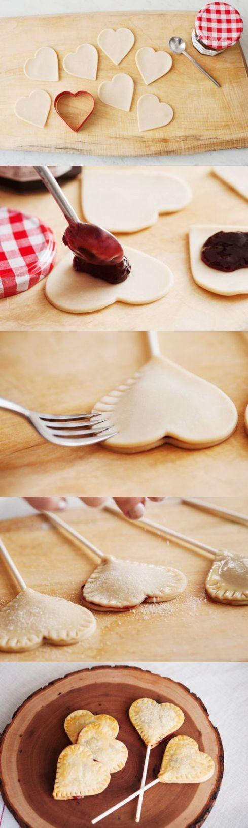 e claro, porque não assar pirulitos de biscoito recheado em formato de coração?