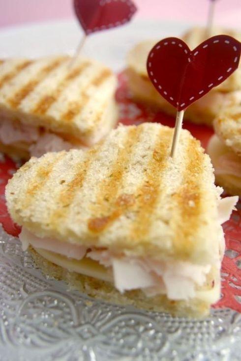 E porque não cortar os sanduiches em forma de coração?